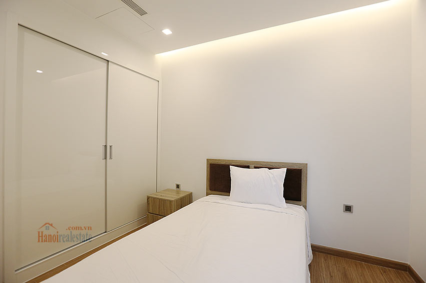 Modern design apartment with 02 beds in Vinhomes Metropolis, Lieu Giai street 13
