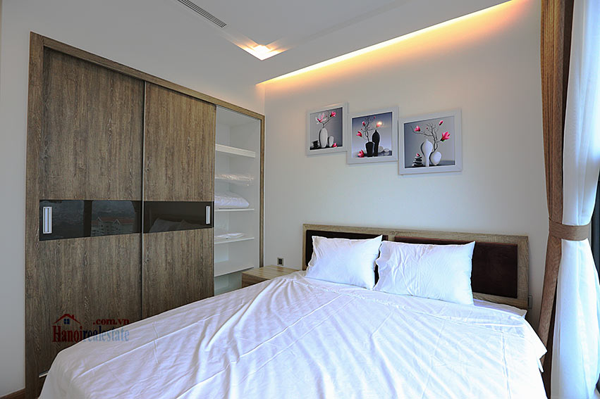 Modern design apartment with 02 beds in Vinhomes Metropolis, Lieu Giai street 9