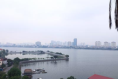 Nice apartment with 02+01 bedrooms in Tay Ho, walking distance to Westlake