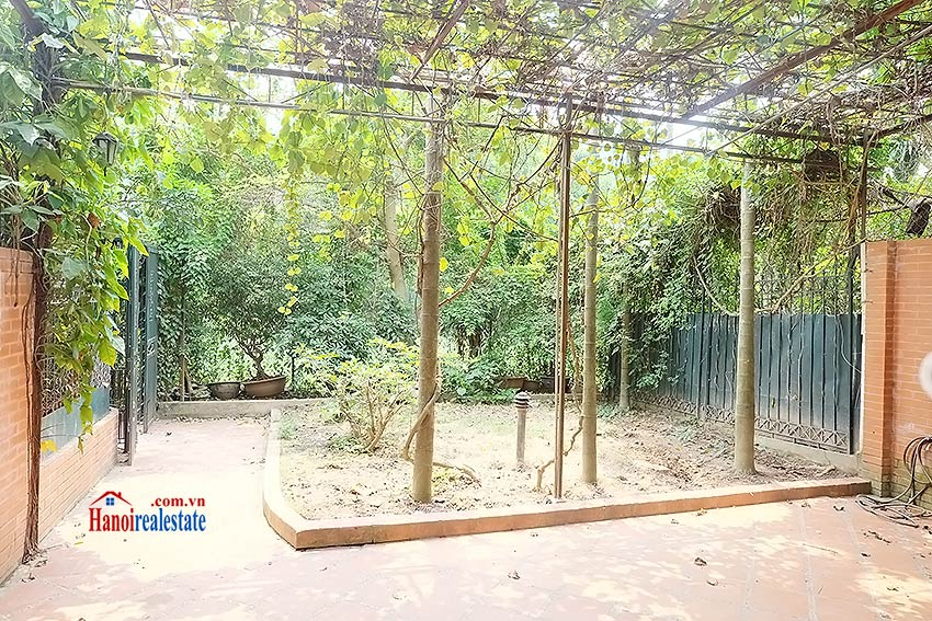 Nice garden, 04BRs house on Dang Thai Mai, partly furnished 2