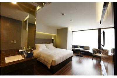 Novotel Suites Hanoi: Elegant studio room with amazing city view