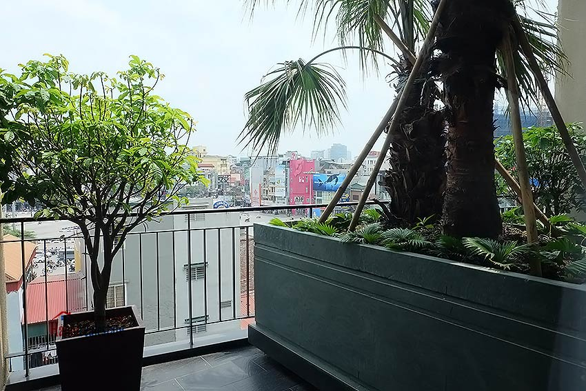 Open and spacious serviced studio in Dong Da District 10