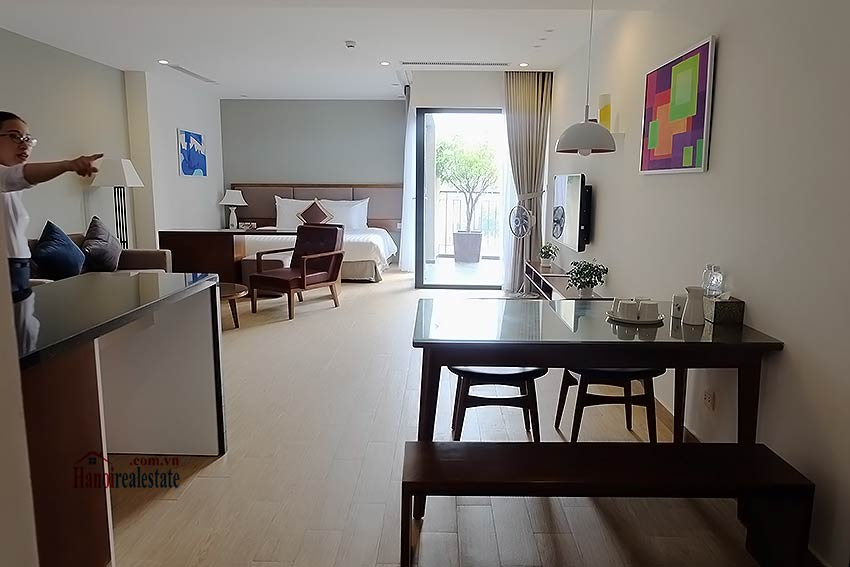 Open and spacious serviced studio in Dong Da District 2