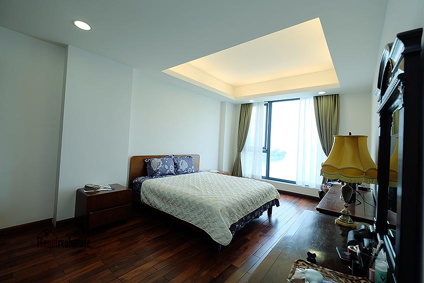 Paranoma view of Westlake 04BRs apartment in Xuan Dieu, Tay Ho, spacious balcony 10