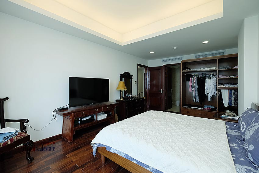 Paranoma view of Westlake 04BRs apartment in Xuan Dieu, Tay Ho, spacious balcony 11