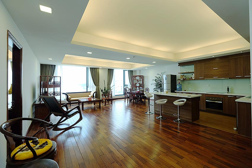 Paranoma view of Westlake 04BRs apartment in Xuan Dieu, Tay Ho, spacious balcony 2