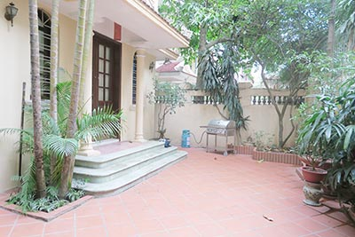 Courtyard House rental in Nghi Tam, Tay Ho, Partly furnished