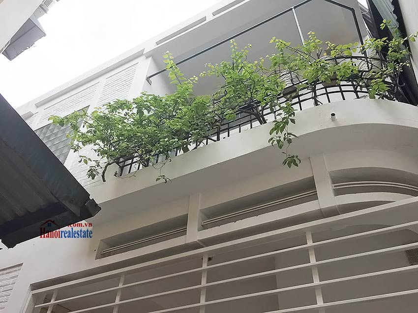 Partly furnished house for rent in Hai Ba Trung, 03BRs and big terrace 1