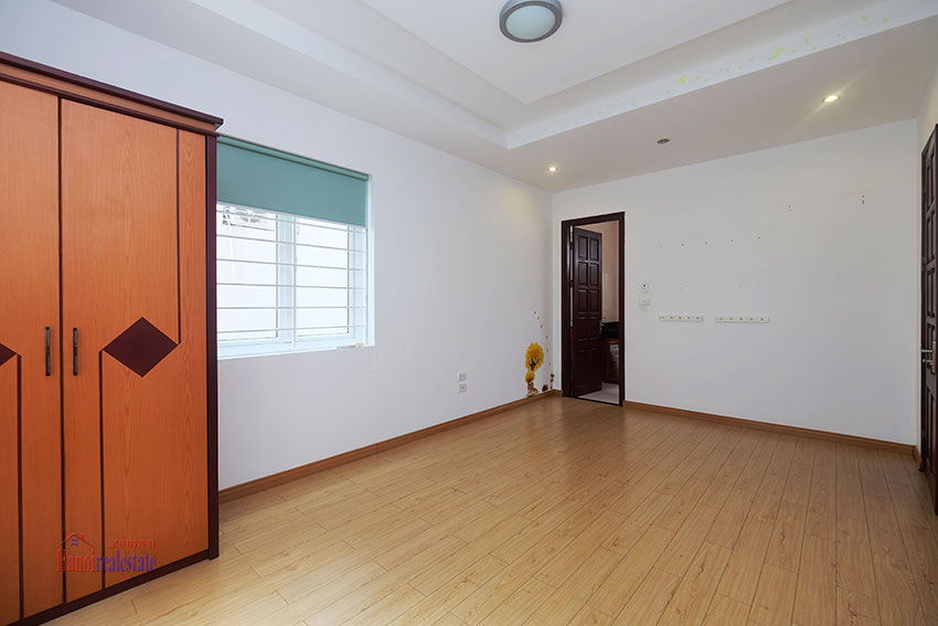 Partly furnished house with front courtyard in Tay Ho to rent 11