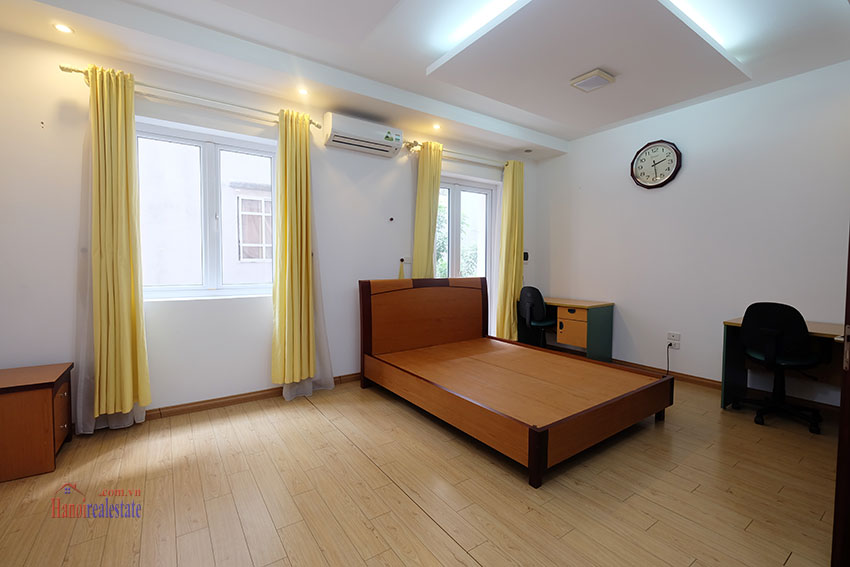 Partly furnished house with front courtyard in Tay Ho to rent 13