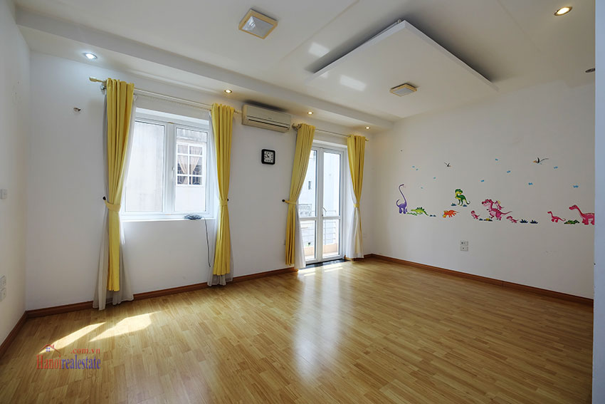 Partly furnished house with front courtyard in Tay Ho to rent 18