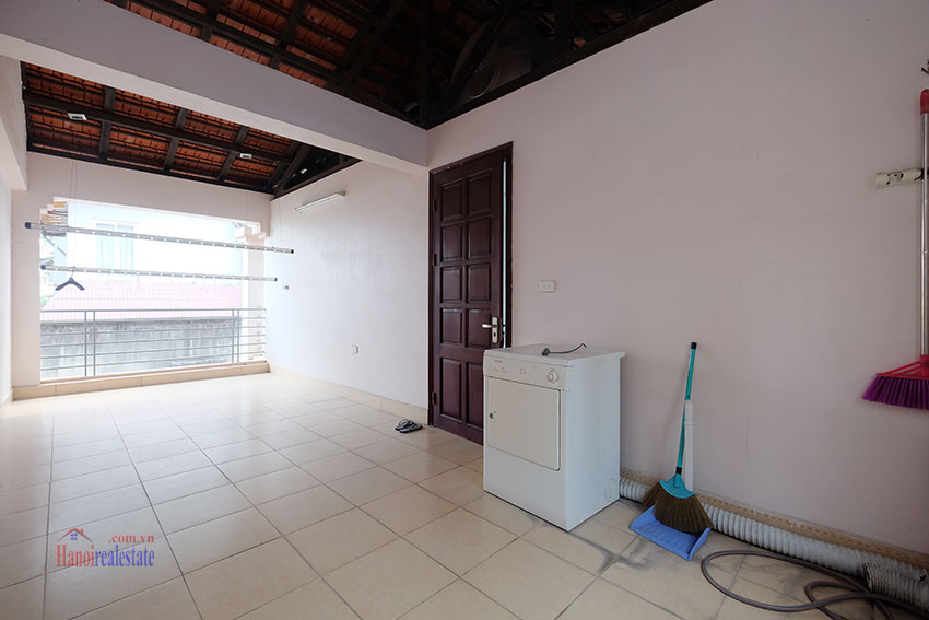 Partly furnished house with front courtyard in Tay Ho to rent 21
