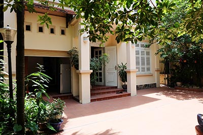 Peaceful compound, 04BRs house for rent in Tay Ho, close to Xuan Dieu