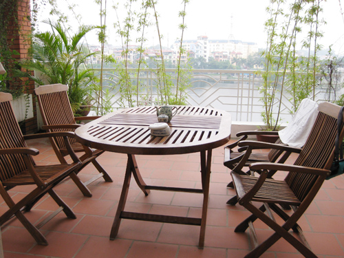 Penthouse with large terrace view over to Truc Bach and West-Lake for lease/rent