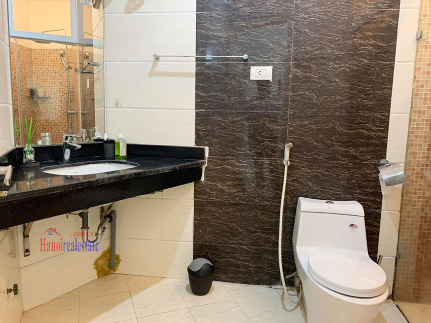 Quiet, nice one bedroom apartment for rent in Thuy Khue street 11