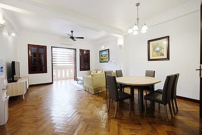 Recently renovated, charming 2 bedroom apartment in Truc Bach for rent