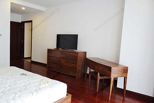 Rental Furnished 3 bedroom Exclusive Apartment in Royal city Hanoi 16