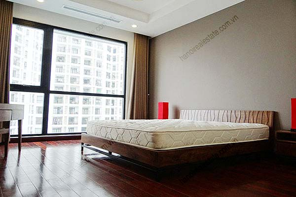 Rental Furnished 3 bedroom Exclusive Apartment in Royal city Hanoi 17
