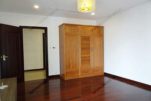 Rental Furnished 3 bedroom Exclusive Apartment in Royal city Hanoi 32