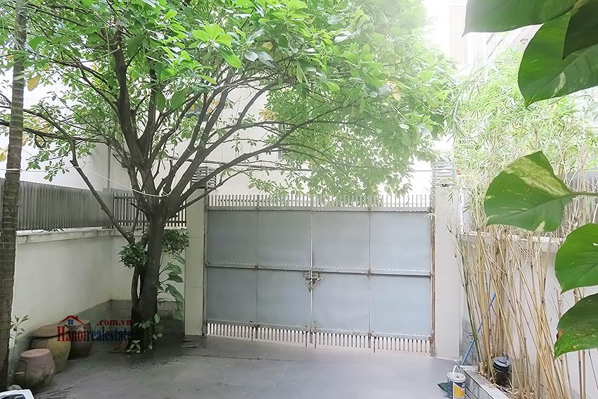 Semi furnished 03 bedroom house to let in Hai Ba Trung with nice courtyard 1