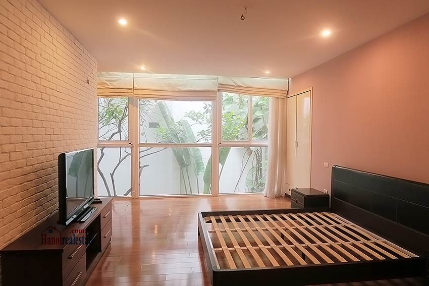 Semi furnished 03 bedroom house to let in Hai Ba Trung with nice courtyard 19