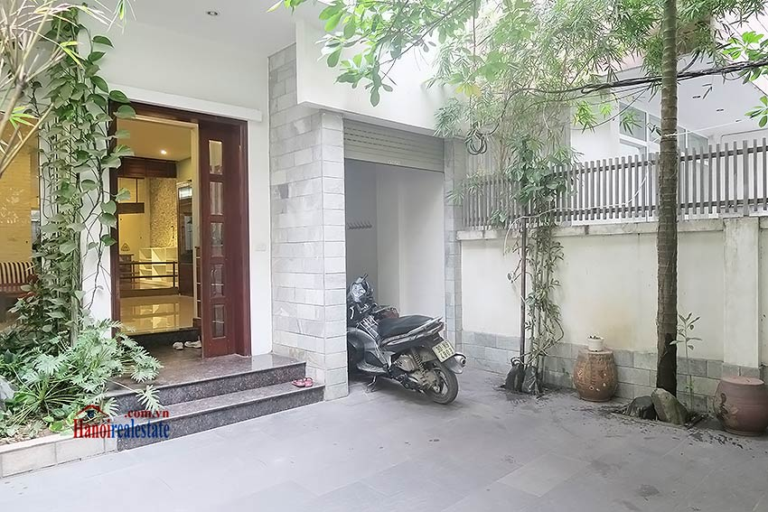 Semi furnished 03 bedroom house to let in Hai Ba Trung with nice courtyard 2