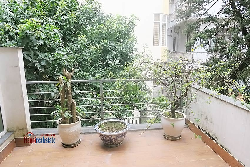 Semi furnished 03 bedroom house to let in Hai Ba Trung with nice courtyard 27