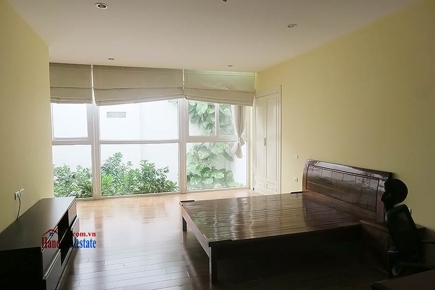 Semi furnished 03 bedroom house to let in Hai Ba Trung with nice courtyard 34