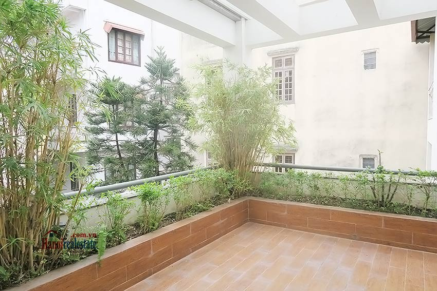 Semi furnished 03 bedroom house to let in Hai Ba Trung with nice courtyard 36