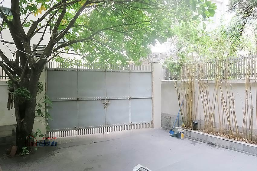 Semi furnished 03 bedroom house to let in Hai Ba Trung with nice courtyard 4