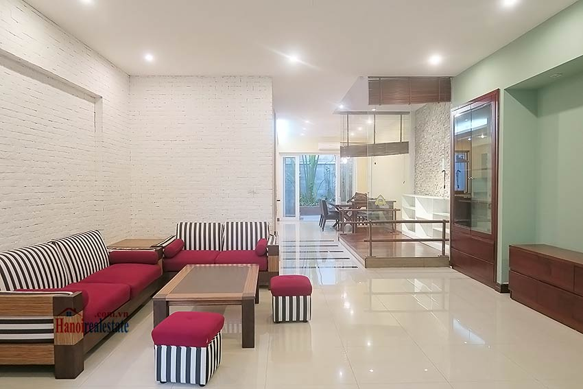 Semi furnished 03 bedroom house to let in Hai Ba Trung with nice courtyard 6
