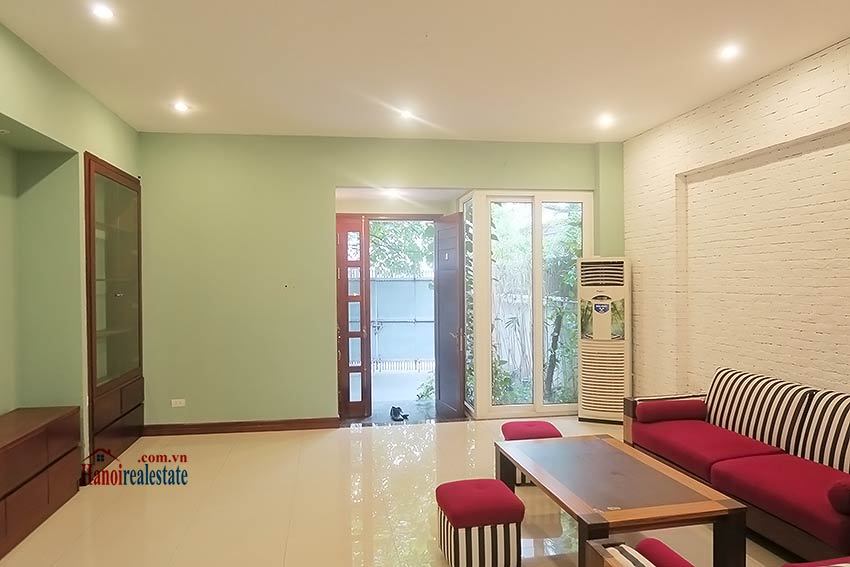 Semi furnished 03 bedroom house to let in Hai Ba Trung with nice courtyard 8