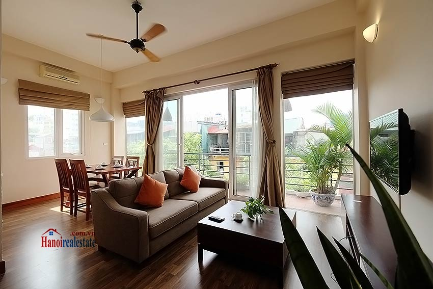 Serviced 2 bedroom apartment to let in Hoan Kiem with balcony 2