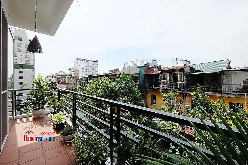 Serviced 2 bedroom apartment to let in Hoan Kiem with balcony 5