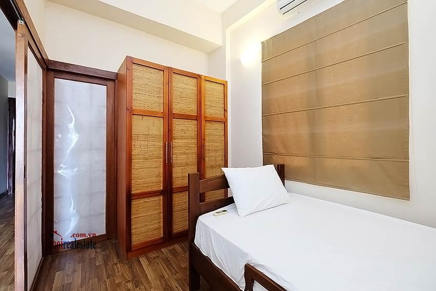 Serviced 2 bedroom apartment to let in Hoan Kiem with balcony 9