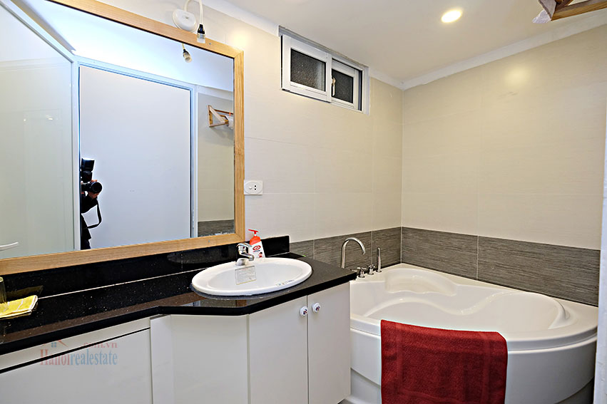 Serviced 2-bedroom apartment in Hoan Kiem to rent 4