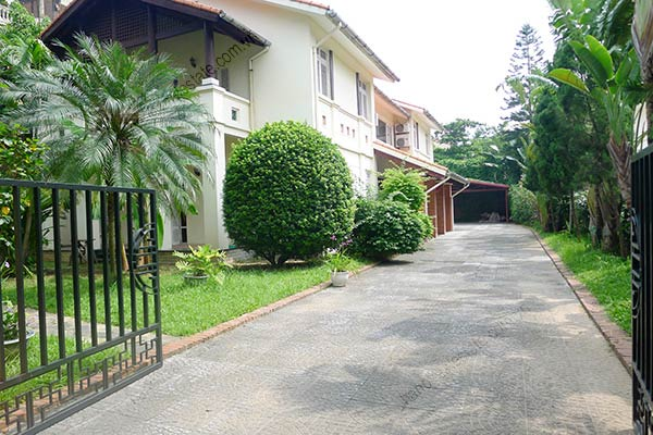 Spacious 04BRs unfurnished villa for rent at Dang Thai Mai, with large garden and swimming pool 2