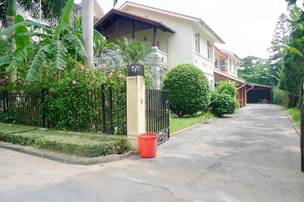 Spacious 04BRs unfurnished villa for rent at Dang Thai Mai, with large garden and swimming pool 3