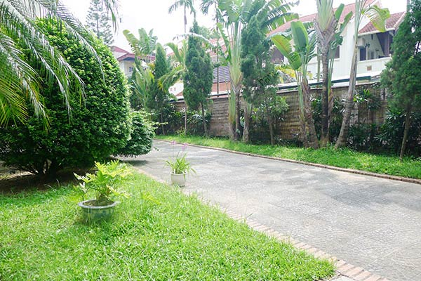 Spacious 04BRs unfurnished villa for rent at Dang Thai Mai, with large garden and swimming pool 4