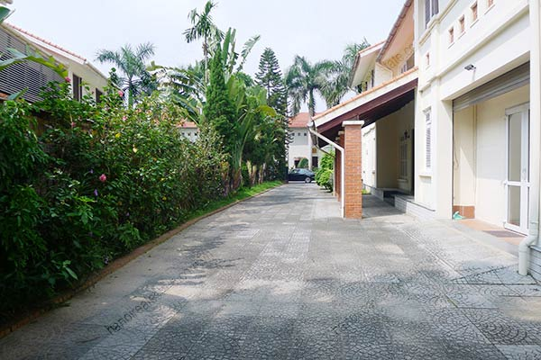 Spacious 04BRs unfurnished villa for rent at Dang Thai Mai, with large garden and swimming pool 8