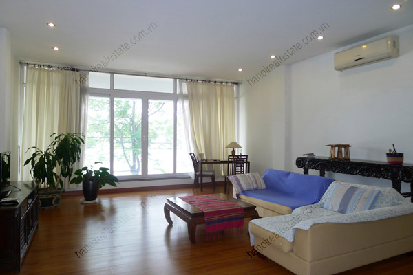 Spacious 2 bedroom apartment overlooking Truc Bach and West Lake 6
