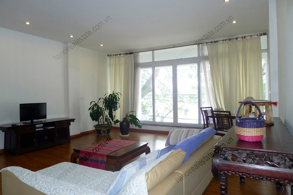 Spacious 2 bedroom apartment overlooking Truc Bach and West Lake 7