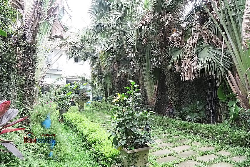 Spacious garden charming 3-bedroom house in Tay Ho to rent 1