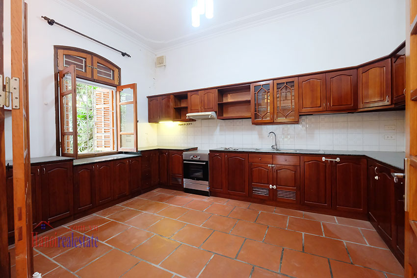 Spacious garden unfurnished villa in the heart of Tay Ho to rent 10