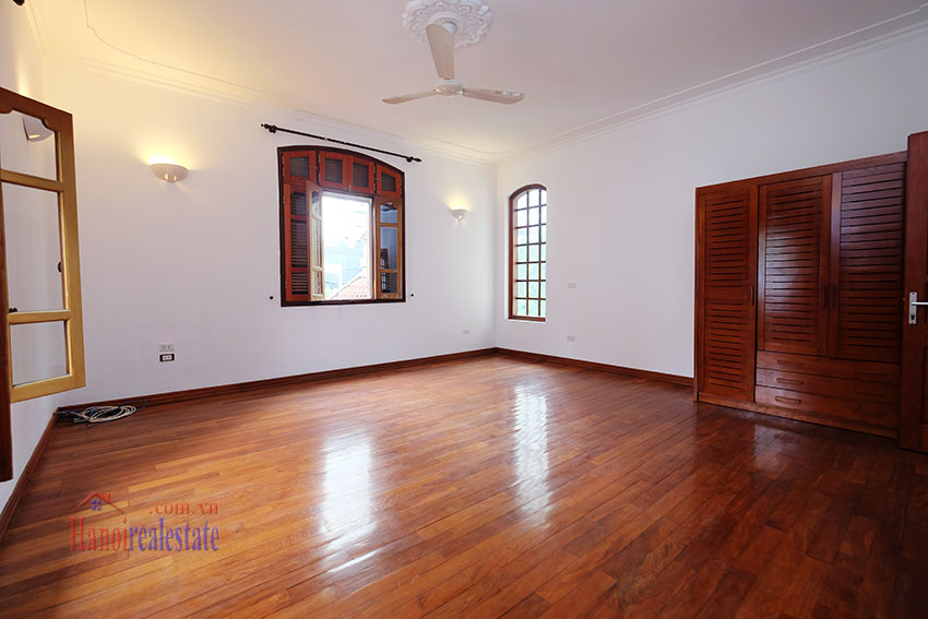 Spacious garden unfurnished villa in the heart of Tay Ho to rent 21