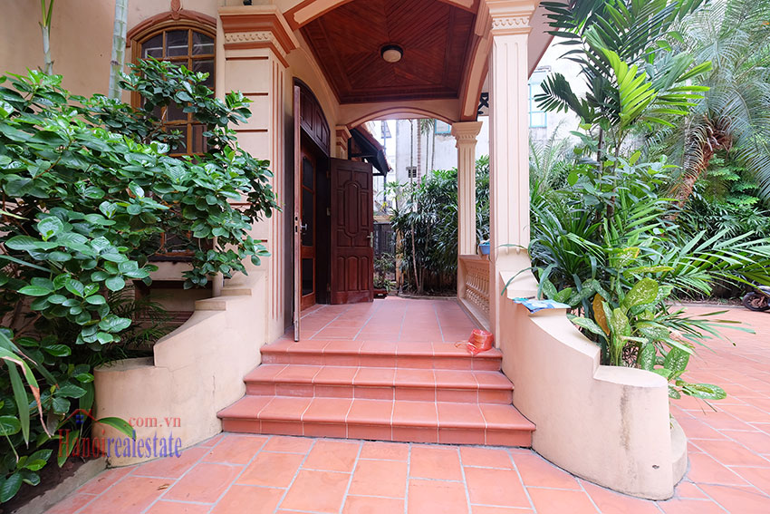 Spacious garden unfurnished villa in the heart of Tay Ho to rent 5
