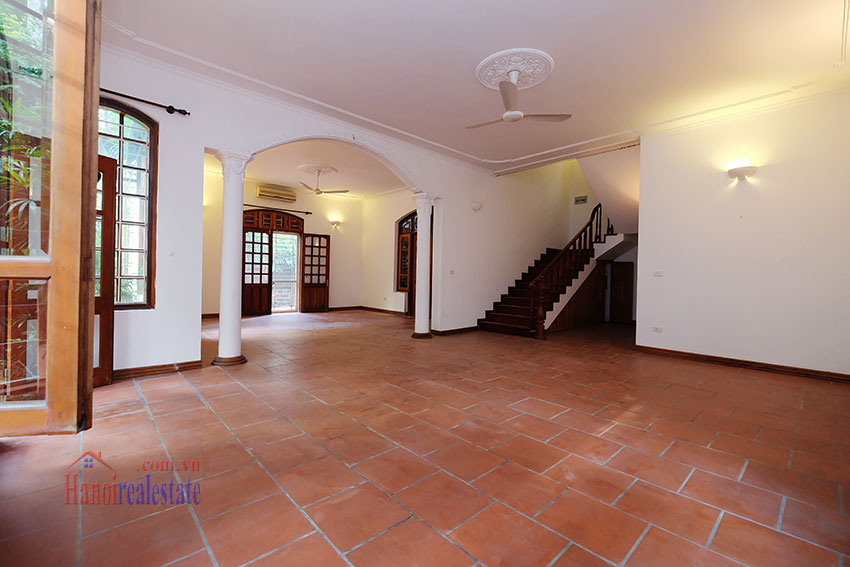 Spacious garden unfurnished villa in the heart of Tay Ho to rent 6