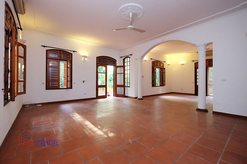 Spacious garden unfurnished villa in the heart of Tay Ho to rent 7
