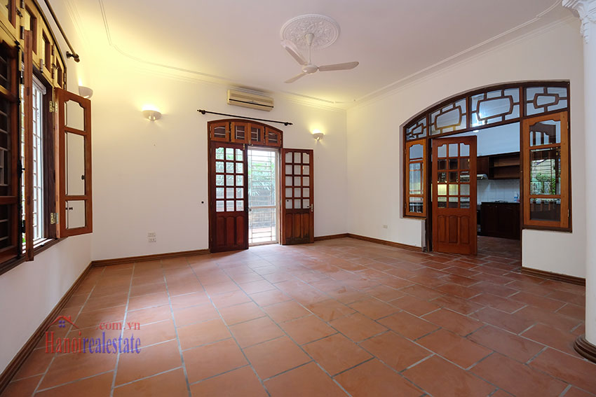 Spacious garden unfurnished villa in the heart of Tay Ho to rent 8