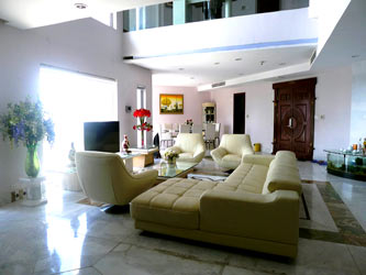 Spacious penthouse facing West Lake, large living room, modern Furnished